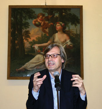 Vittorio Sgarbi at a press conference in Milan.