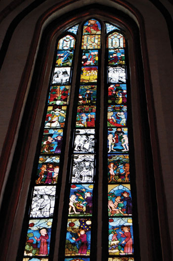 Window from the medieval Marienkirche in Frankfurt (Oder). The entire set of 117 panes was restored and returned by the Russians. At the same time, German funds paid for the reconstruction of a church in Novgorod.