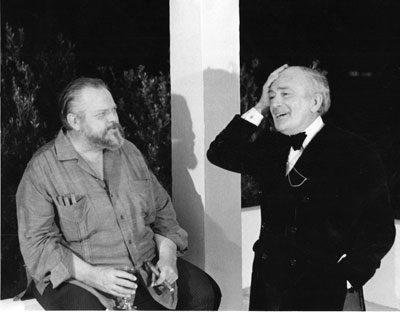 Elmyr de Hory (right) with Orson Welles, 1972. Welles directed a free-form documentary about de Hory called F for Fake.richard Drewett