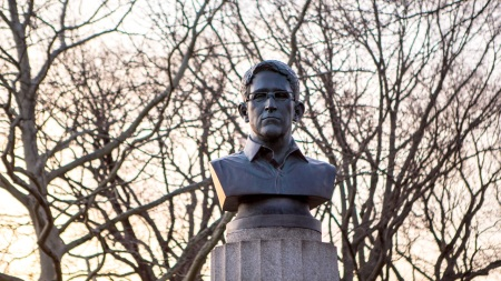 Morning Links: Edward Snowden Statue Edition