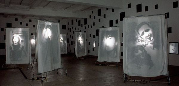 Christian Boltanski, Reflexion, 2000, installation view.
