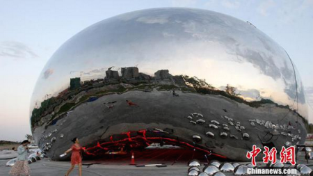 Anish Kapoor Accuses Chinese City of