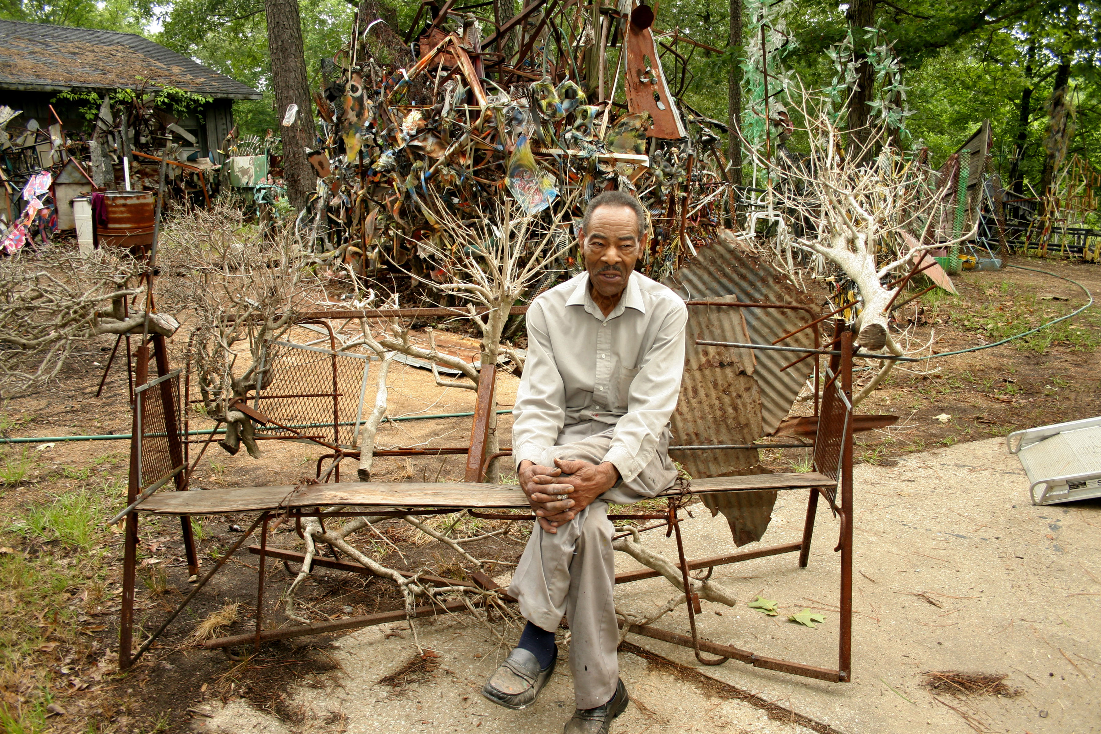 Thornton Dial, Pioneering Artist Who Channeled Everyday Materials Into Intricate Constructions, Dies at 87