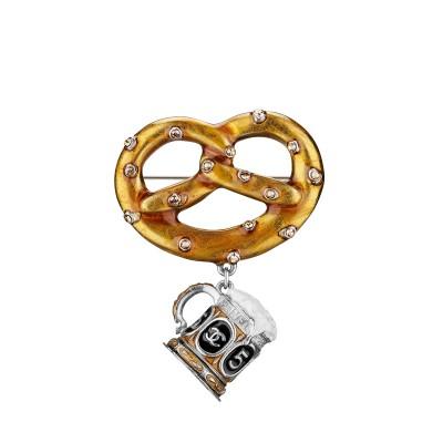 Chanel-Pin-Hey-Woman-400x400
