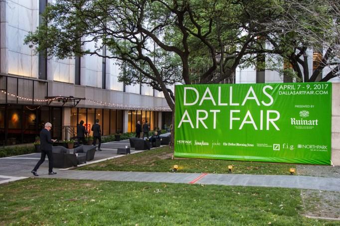 Exterior sign for Dallas Art Fair
