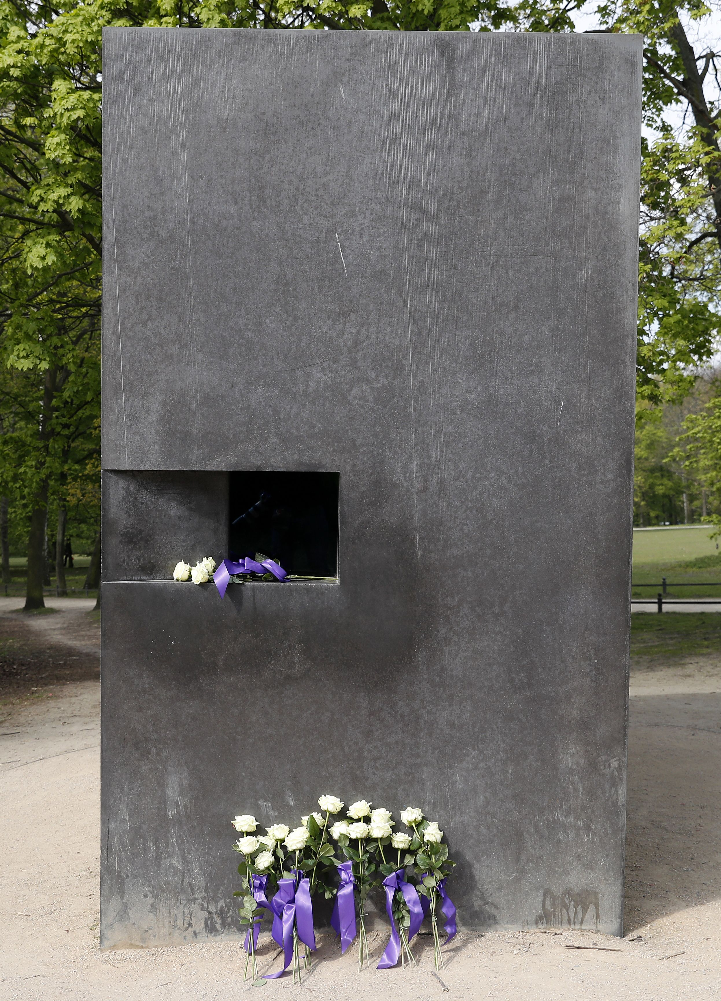Report: Elmgreen & Dragset's Berlin Monument to Gay Victims of Nazi Persecution Vandalized