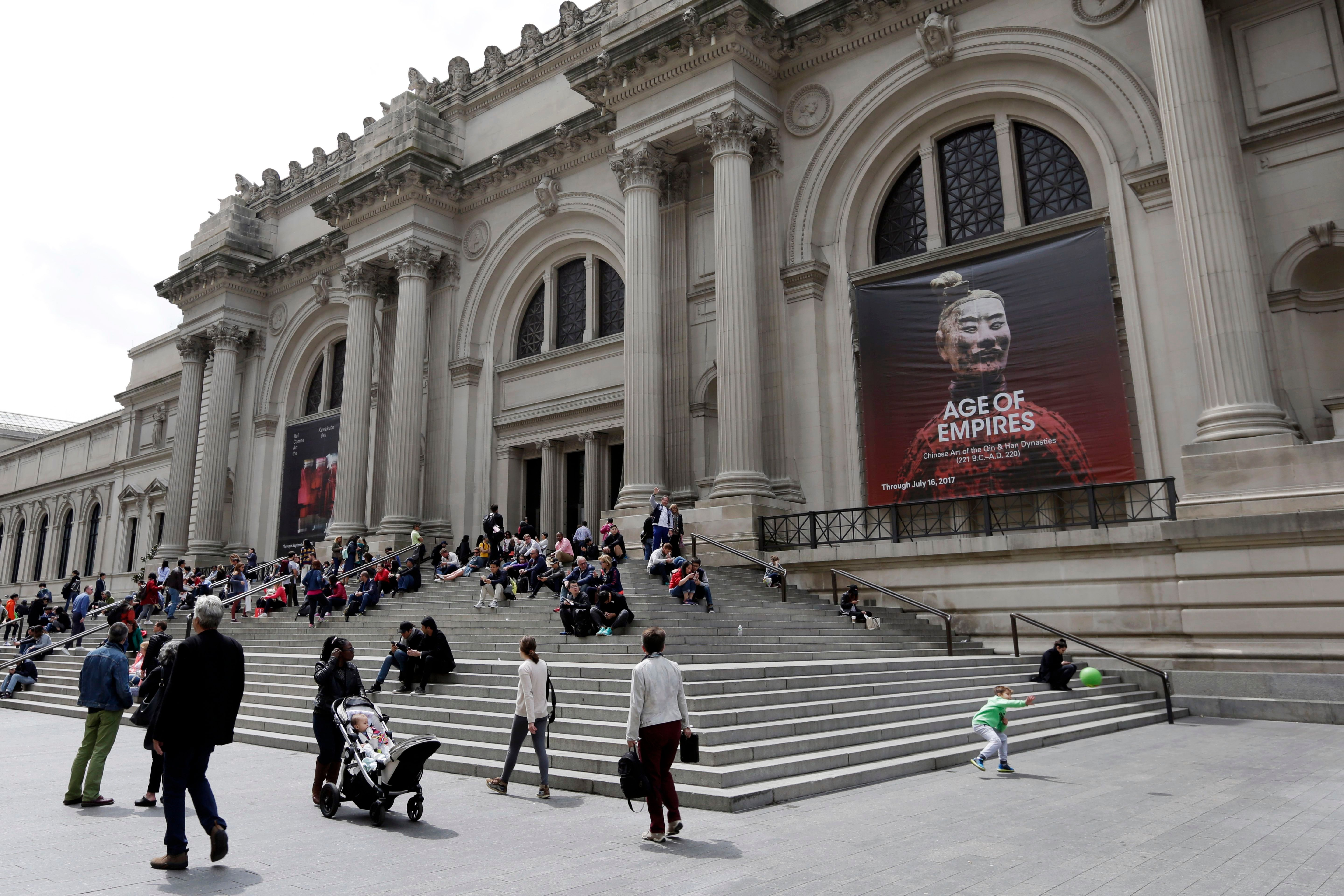 The Met Reviews Possibly Looted Indian Artifacts, Lynda Benglis Discusses Her Practice, and More: Morning Links for August 19, 2019