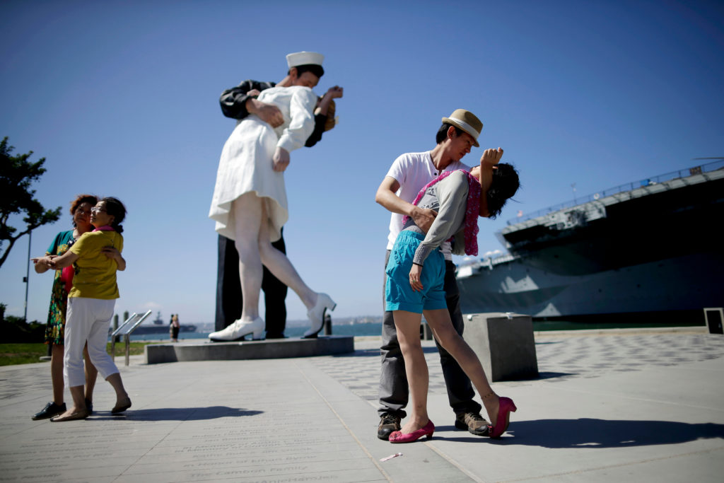 Morning Links: Mysteriously Appearing Seward Johnson Sculptures Edition