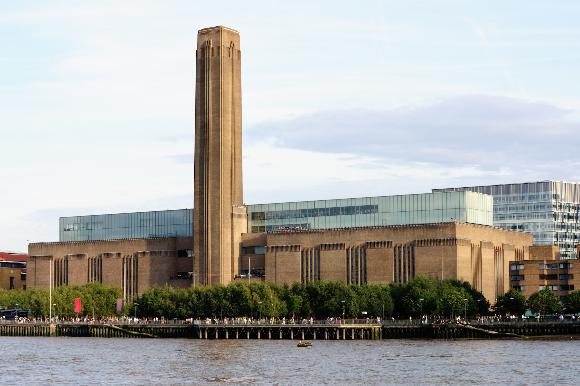 Tragedy at Tate Modern, Plans for the Notre Dame Rebuild, and More: Morning Links from August 5, 2019