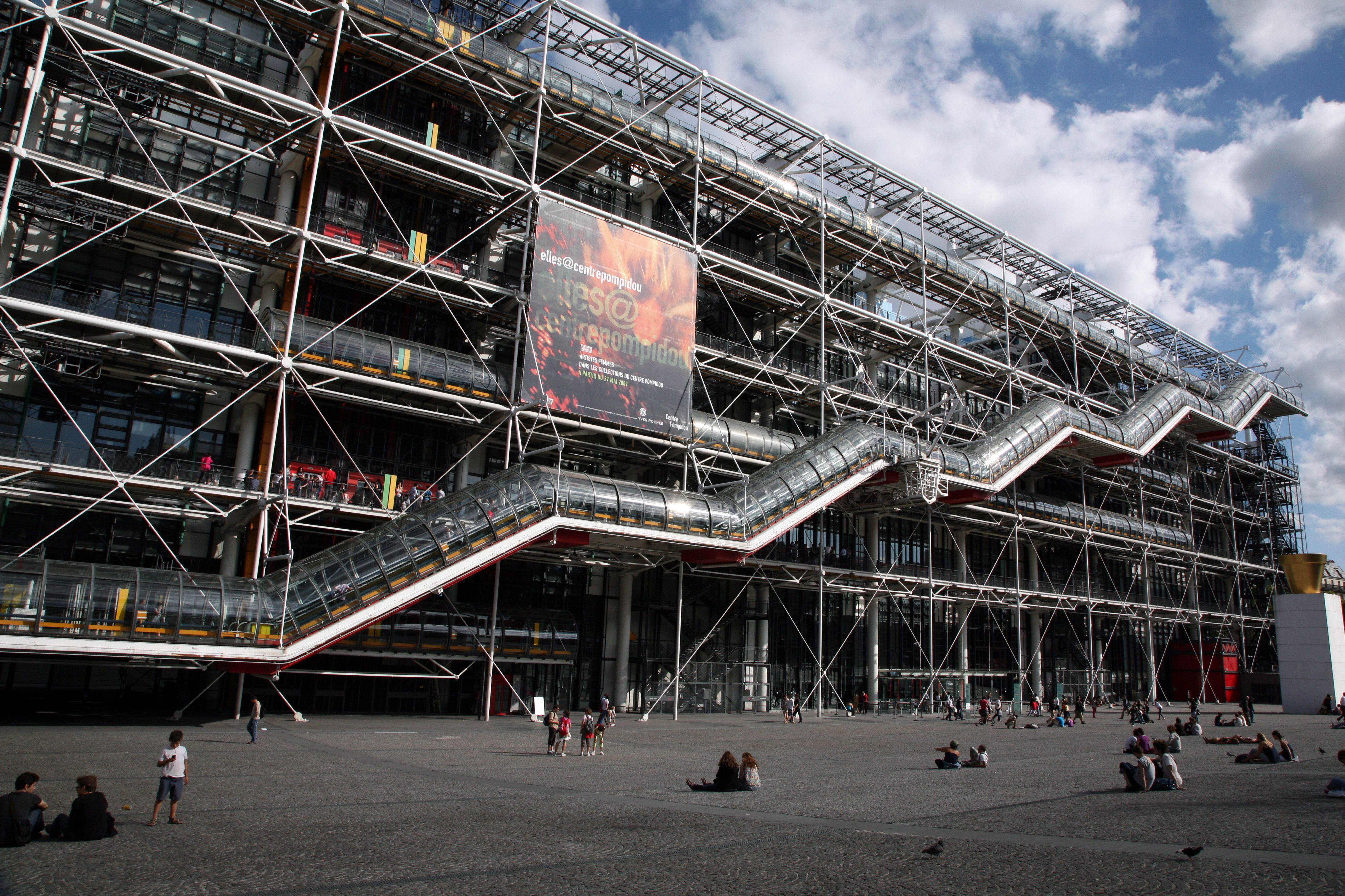 Daniel Buren Painting Attacked at Centre Pompidou, Banksy Work Heads to Auction, and More: Morning Links from September 16, 2019