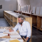 Donald Judd at La Mansana de Chinati/The Block, his residence in Marfa, Tex., in 1982.