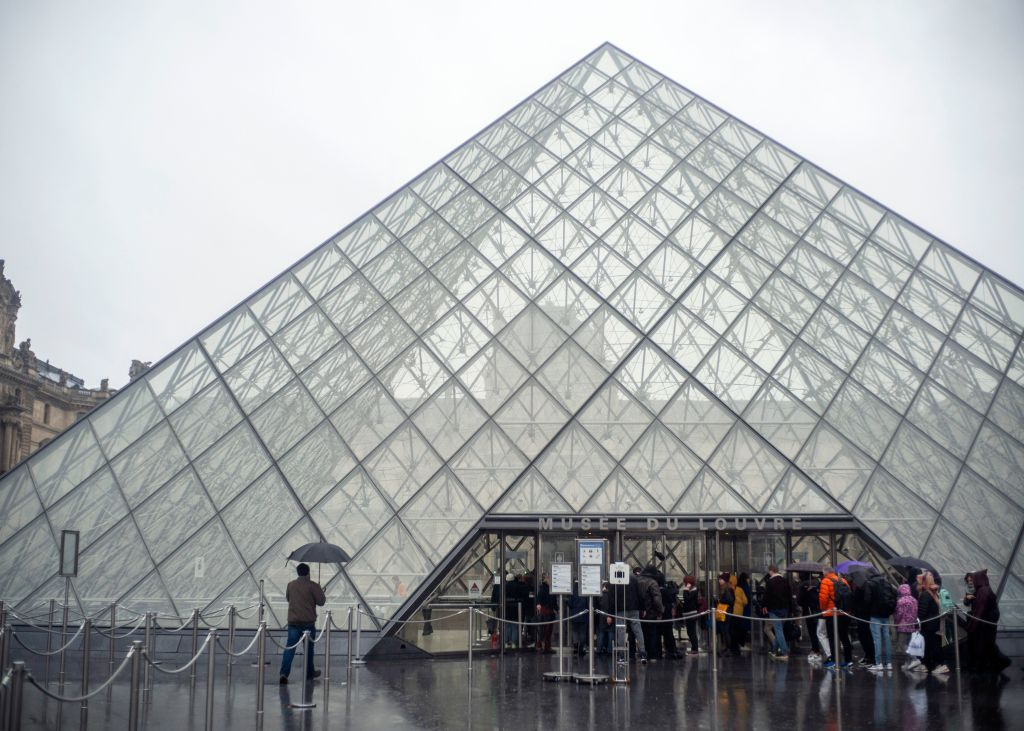 Louvre Closes to Public as Staff Meets to Discuss Spread of Coronavirus in France