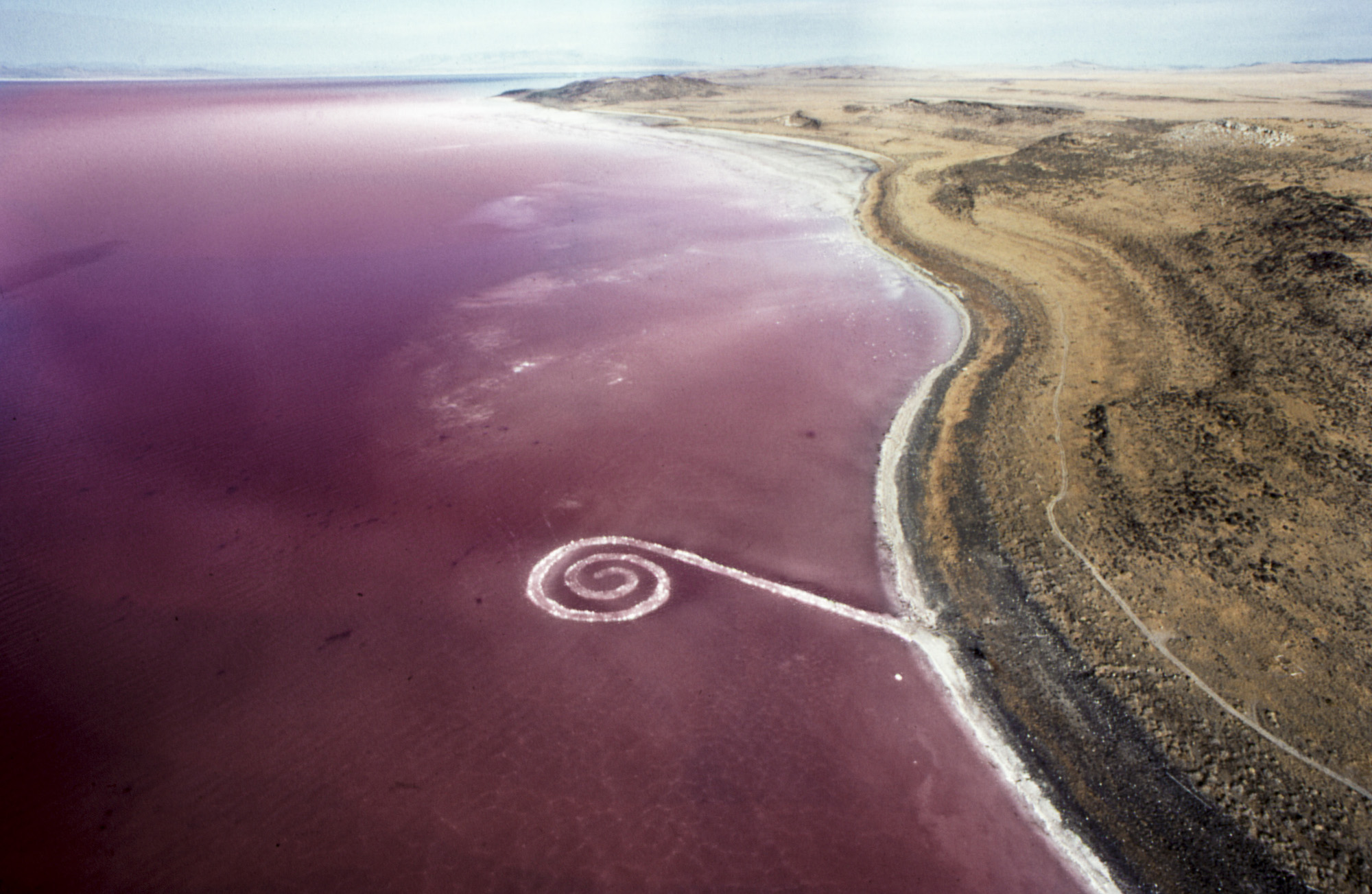 15 Essential Works of Land Art, from Great Salt Lakes to Dusty Fields ofLightning