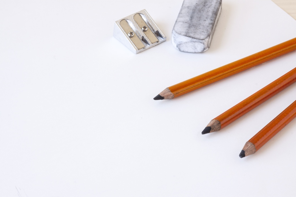 https www artnews com art news product recommendations best charcoal pencils 1202689118