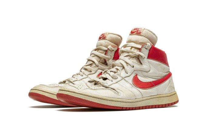 esfera Proponer Disminución  Christie's to Auction Michael Jordan Sneakers – ARTnews.com