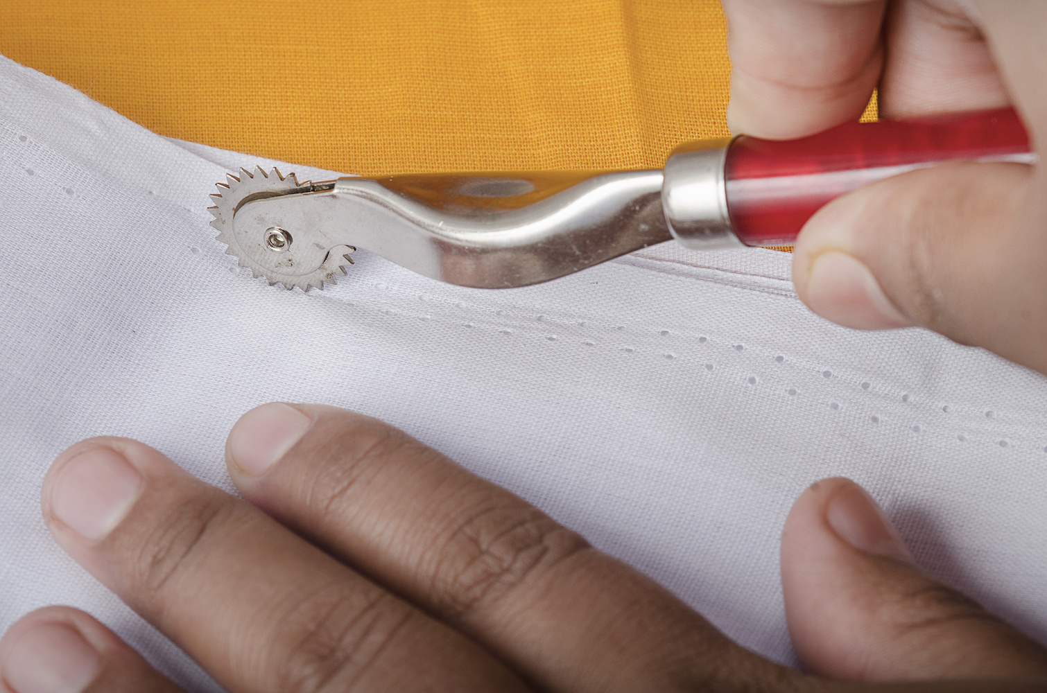 Clover Tracing Wheel-Serrated Edge for marking directly on fabric