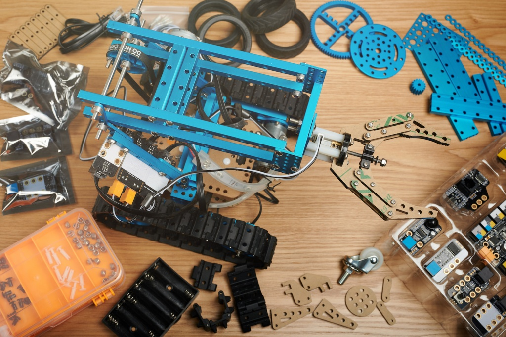 The Best Robotics Kits for Kids Learning About Engineering, Coding, and Electronics