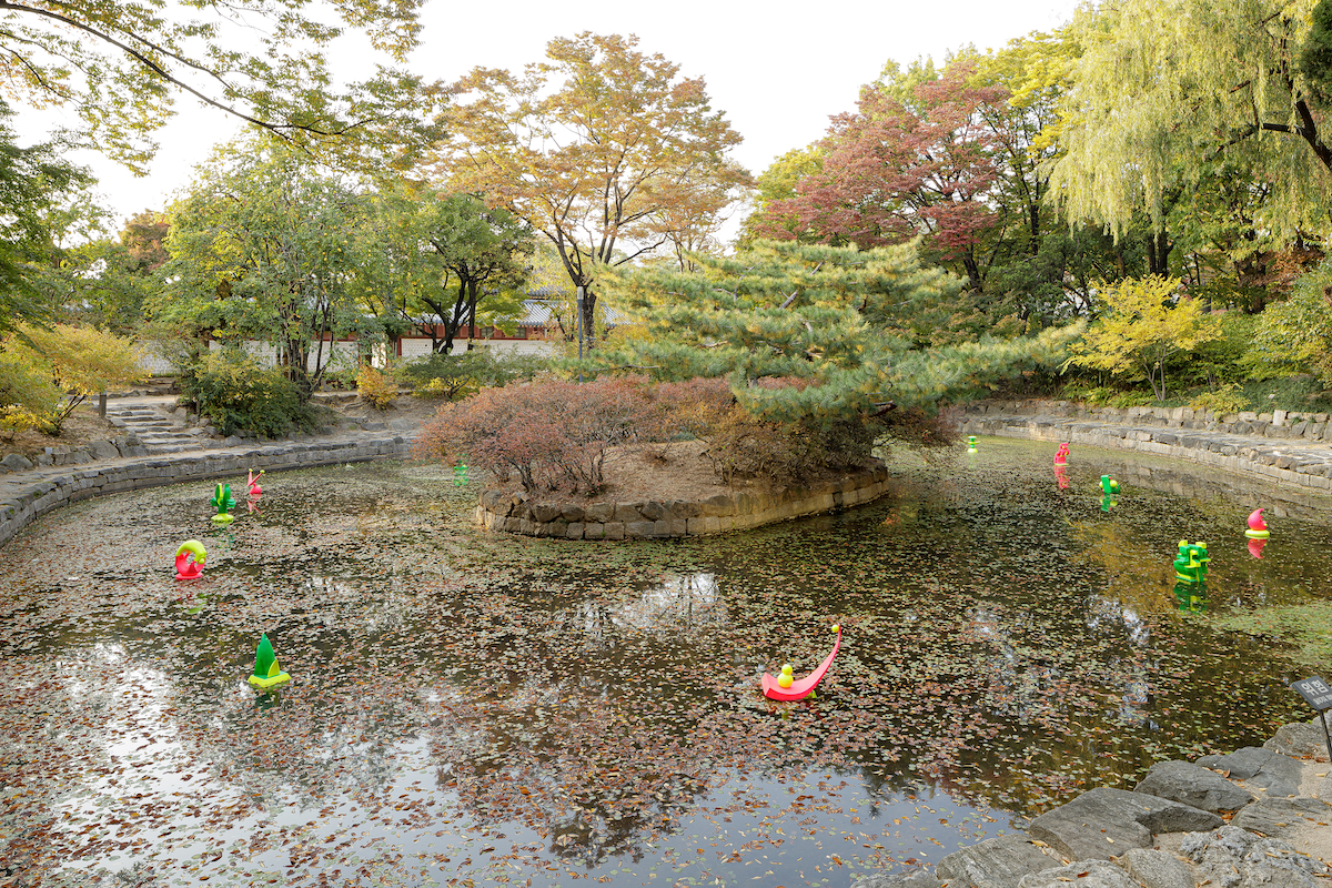 Pieces by Koo Donghee floating in a pond on the grounds of Deoksugung Palace.