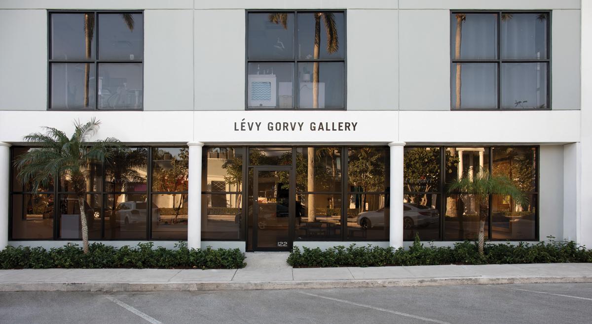 The exterior of Lévy Gorvy's Palm Beach pop-up location.