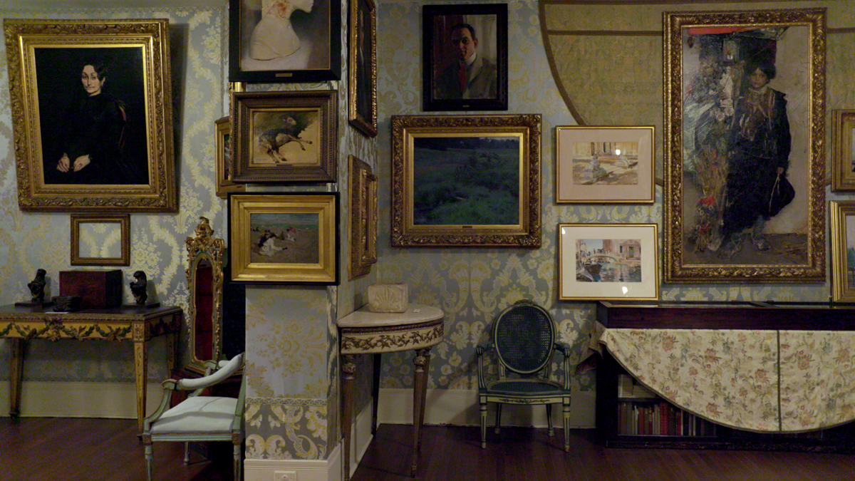 A production still of This Is a Robbery: The World's Biggest Art Heist, showing the Isabella Stewart Gardner Museum's Blue Room.