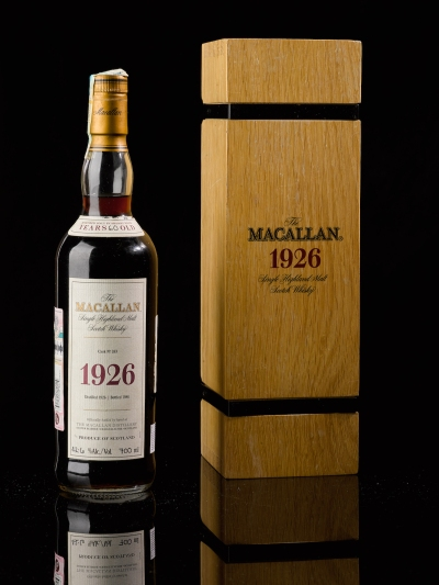 A bottle of 1926 Macallan next to the box it comes in.